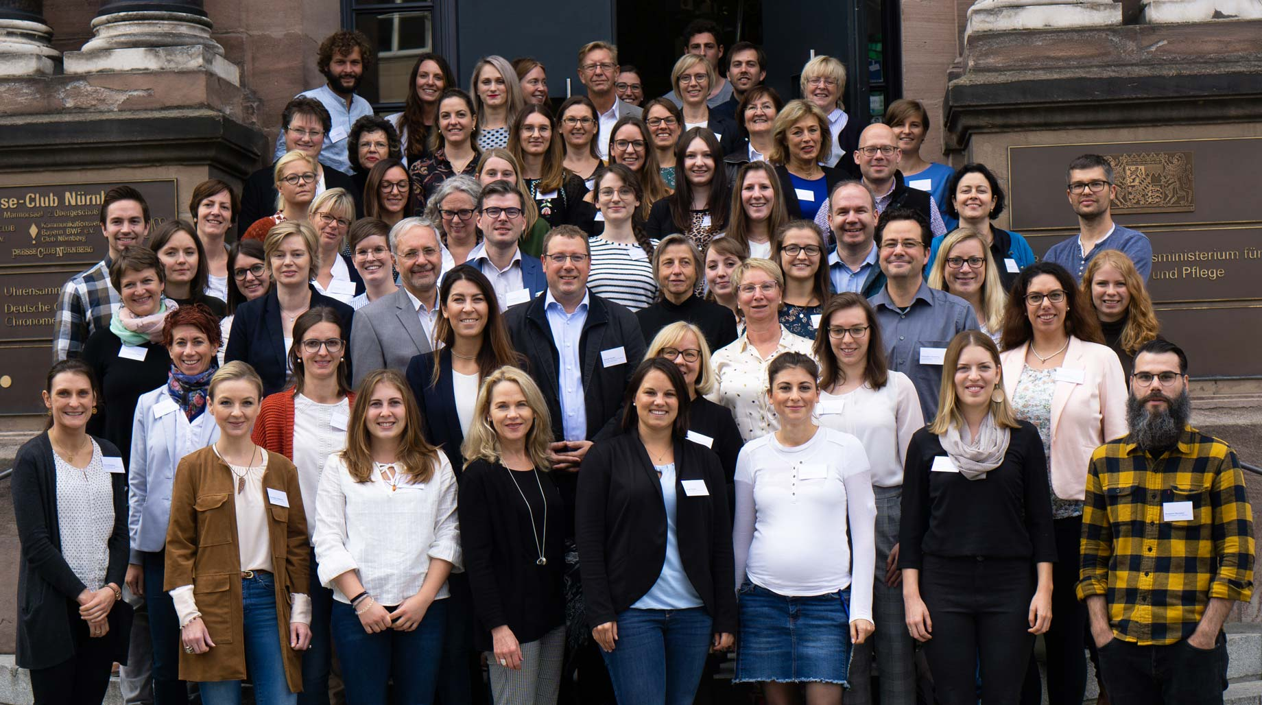 Gruppenbild der Vertreterinnen und Vertreter der Gesundheitsregionen plus bei der Fachkonferenz der Gesundheitsregionen plus in Nürnberg 2019